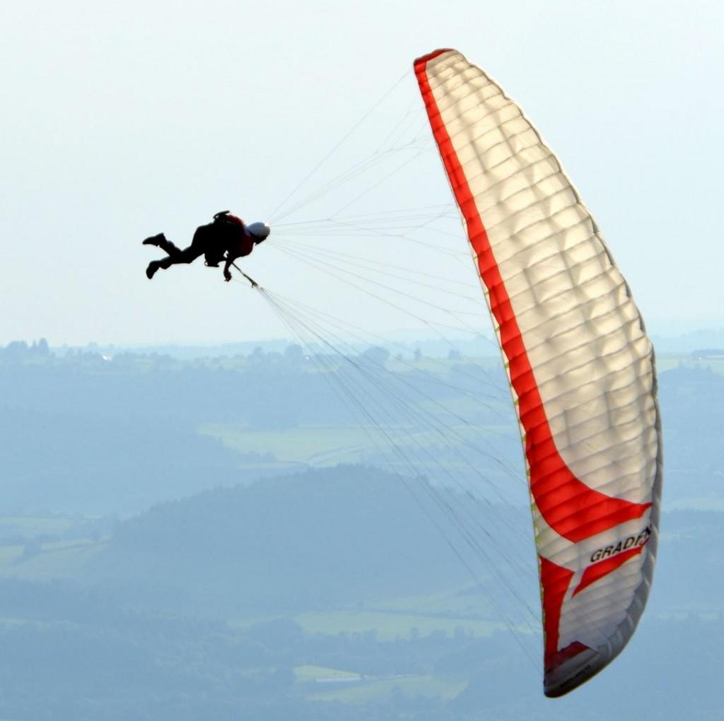 acrobatie d'un moniteur en vol